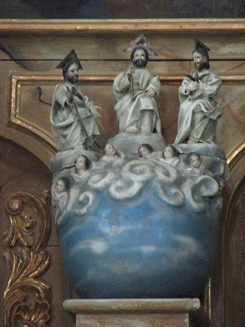La Santísima Trinidad, Retablo del Altar Mayor, Templo de la Santisimita, Barrrio de Sta. María Xixitla, Sn. Pedro Cholula, Pue.   por Tach Jrez. Hra.