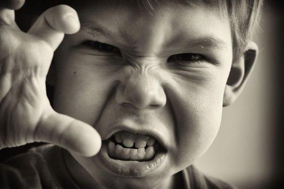 Was du tun kannst, wenn dein Kind haut, beißt und kratzt