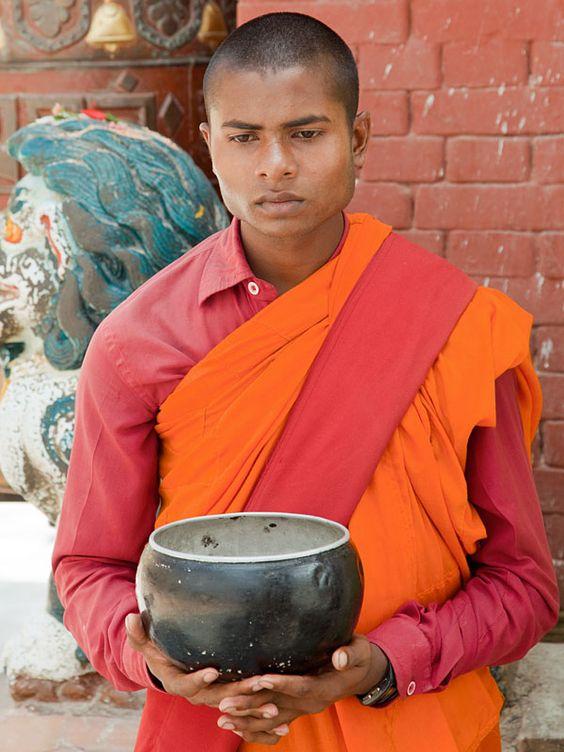 Nepal_begging_bowl_Bodhnath.jpg 600×800 pixels
