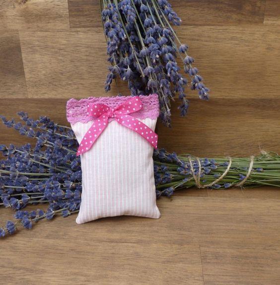 """Duftkissen & -säckchen - Lavendelkissen """"Pinky"""" mit Schleife und Borte - ein Designerstück von KreaLavenda bei DaWanda"""
