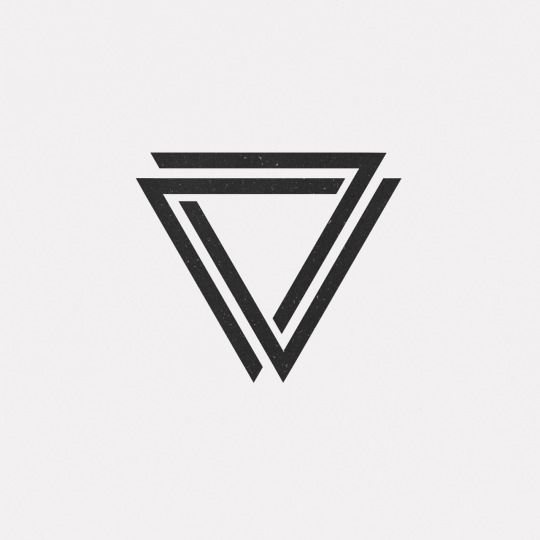 DAILY MINIMAL Triangle