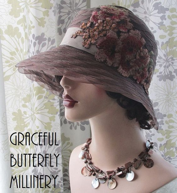 Шоколад Браун Кринолайн Шляпа с Цветочные по GracefulButterfly