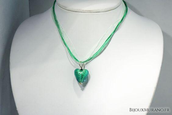 Pendentif Cœur Vert Prairie : Pendentif en forme de cœur enfermant une feuille d'argent 925. C'est un bijou entièrement réalisé à la main #BijouxMurano #Murano - bijouxmurano.fr