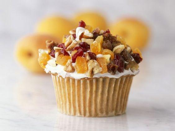Cupcake mit Nüssen und Trockenobst ist ein Rezept mit frischen Zutaten aus der Kategorie Cupcakes. Probieren Sie dieses und weitere Rezepte von EAT SMARTER!