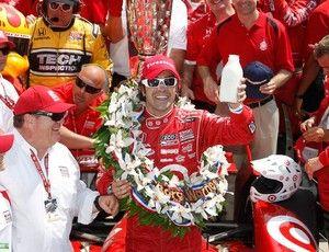 Dario Franchitti vence corrida 500 milhas de indianápolis (Foto: Agência Reuters)