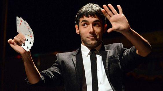 Antonio Díaz, en una escena de su programa de magia.
