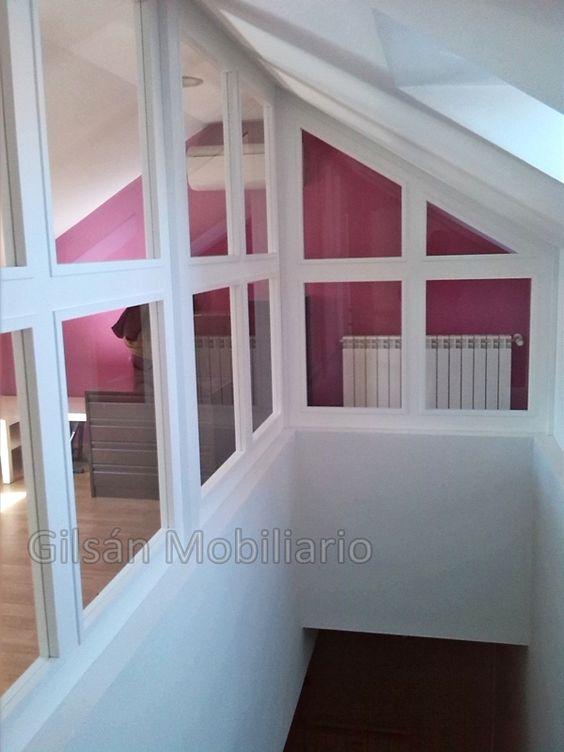 Cerramiento de buhardilla lacado en blanco interior de - Cerramientos de escaleras ...