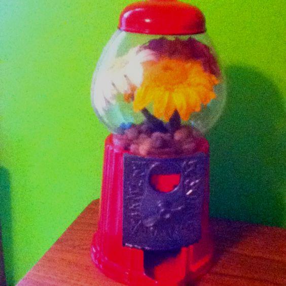 Old bubble gum machine=beautiful vase! By K8