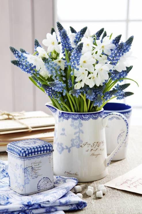 5 Zdjecie 20 Pomyslow Na Wiosenne Kwiaty W Domu Beautiful Flower Arrangements Blue White Decor Spring Decor