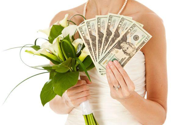 A compra do vestido de noiva (ou até mesmo o aluguel) é uma situação bem delicada, que deve ser feita com muito cuidado e essas dez dicas podem te ajudar bastante!