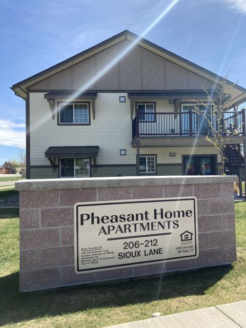Pheasant Home 3bd Apartment Billings Mt Rentals Beautiful 3 Bedroom 1 Bath Apartment Large Kitchen Spacious Floor In 2020 Apartments For Rent Laundry Room Rental