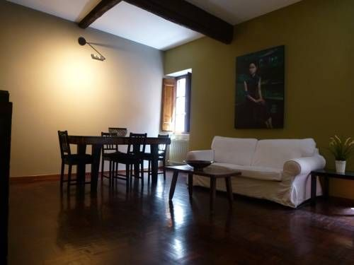 Capocci 1 Roma Situated in Rome, this apartment is 400 metres from Santa Maria Maggiore. The unit is 700 metres from Coliseum. Free WiFi is available throughout the property.  The unit fitted with a kitchen with a microwave and toaster.