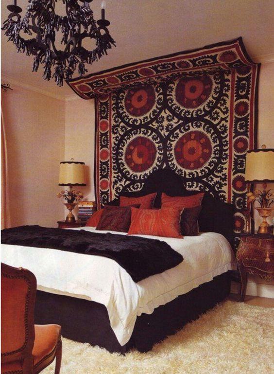 E aquele tapete novo guardado pode ter um lugar no quarto, e ainda deixar o espaço charmoso...