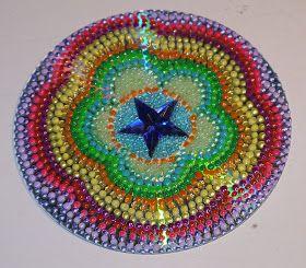 Flor realizada con la técnica de PUNTILLISMO y abalorios.  Corazón hecho con la técnica de PUNTILLISMO y abalorios.  Estrella realizad...