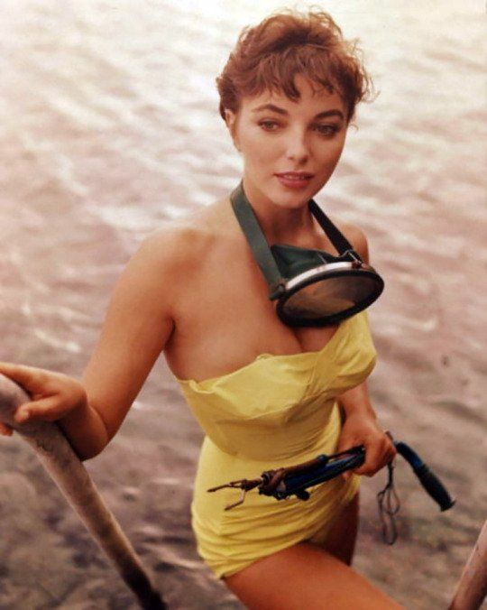 Old Pics Archive On Twitter Dame Joan Collins Joan Collins Movie Stars