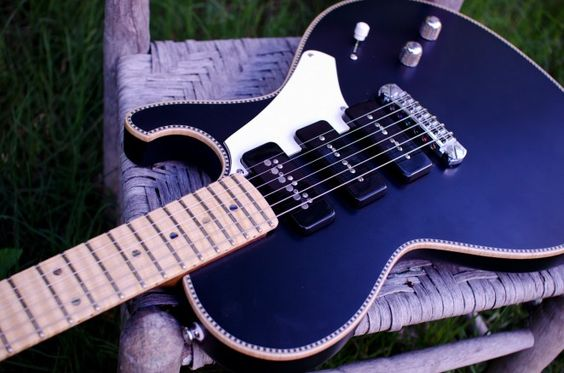 Here's a new Commander Flat Top with a really cool finish. This one is a 3 pickup screamer, 2 P-90s and a TV Jones T'armond on a 4 way blade switch, incredible range of tones. Very cool satin finis...
