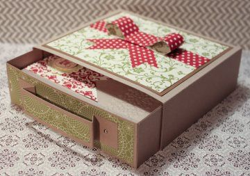 Can make those in different sizes with cardboard from cereal boxes, cracker boxes, etc for packaging gifts!