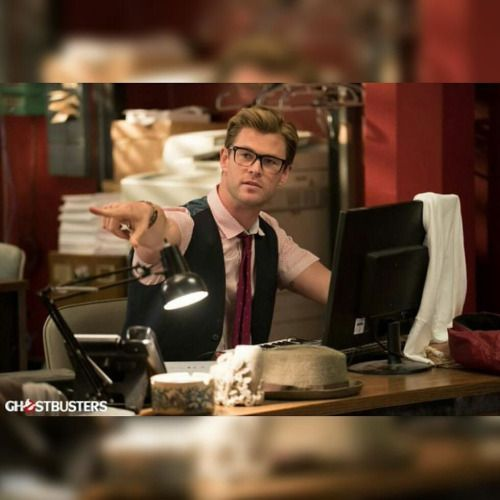 First Official Look At CHRIS HEMSWORTH In GHOSTBUSTERS!...