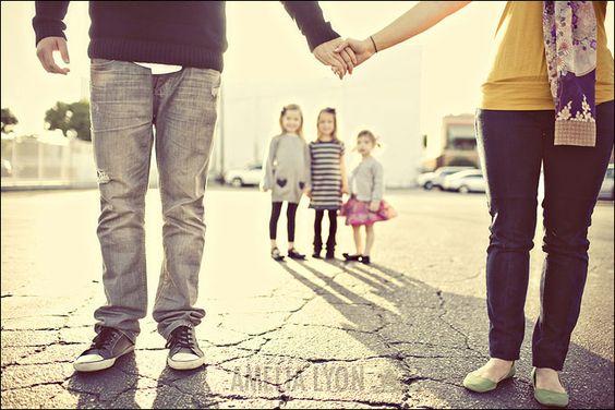 such a sweet family photo idea