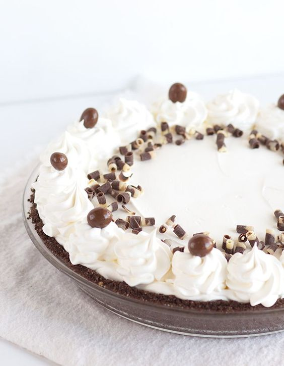 Mocha Cream Pie - a chocolate coffee pudding with a whipped cream ...