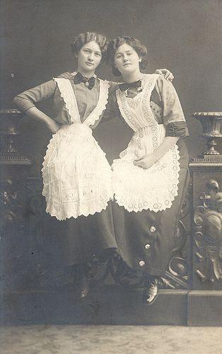 Two german maids, Photographer: Hans Schmitt, Windsheim