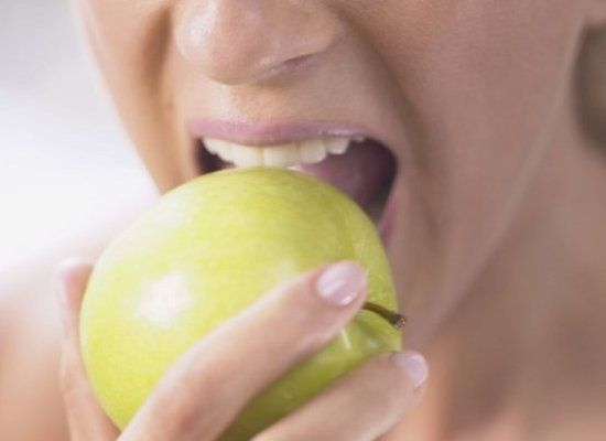 7 Natural Tips For Whiter Teeth