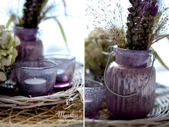 Kerzenhalter + Vase in lila als Winterdekoration; #brostecopenahgen, #huebschinterior, #marthas, #winterdekoration,