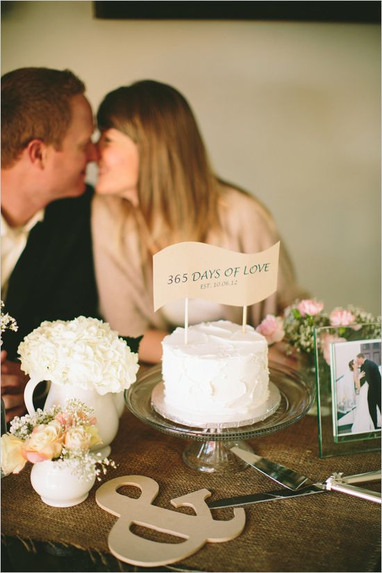 Celebra el primer aniversario de boda con un buen pastel. #aniversario #fiesta http://www.weddingchicks.com/2014/01/22/classically-lovely-events/