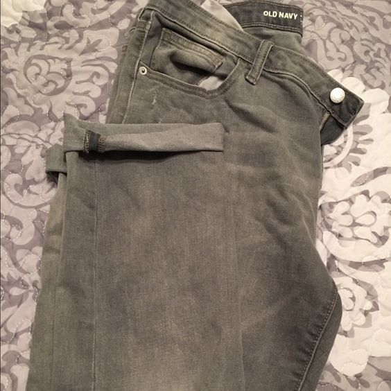 Old Navy Boyfriend Straight Droit Jeans Worn twice - excellent condition! They are a cute grey color and have a slight distressed look with a hole in the knee (they were made this way). Really soft and comfy! Old Navy Jeans Boyfriend