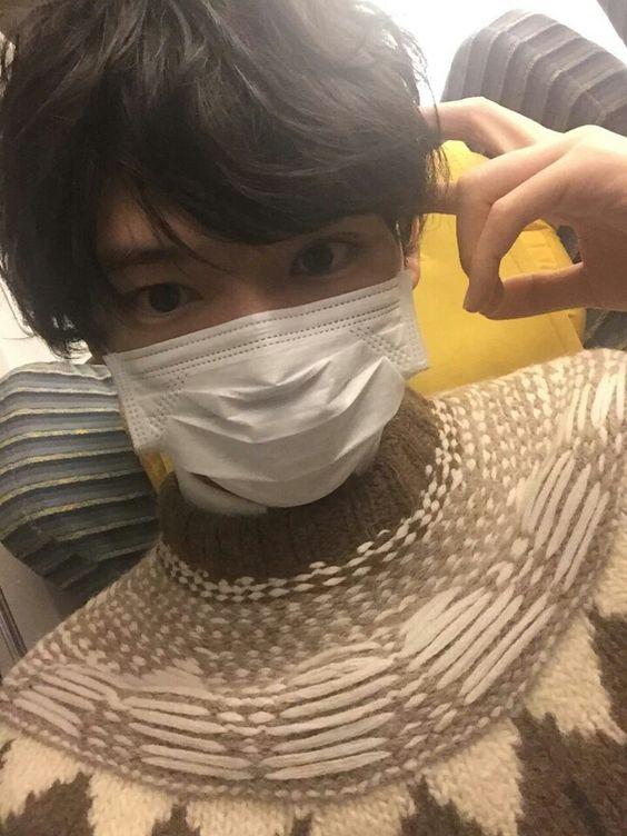 マスクをしている古川雄輝のかわいい画像