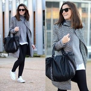 black leggings grey sweater and trench coat and white converse