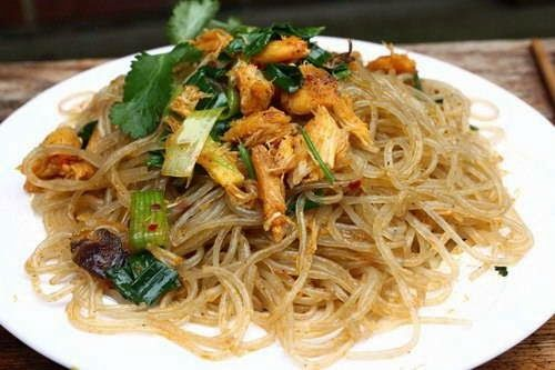 Fried Cassava Vermicelli with Crab Recipe (Miến Xào Cua) - Fried Cassava Vermicelli with Crab is a great dish which can make you easily get addicted. Like many Vietnamese Noodle Recipes, Fried Cassava Vermicelli with Crab would make a splendid substitute for your regular meal. Ingredients - 1 big crab (500g) - 100g of Cassava vermicelli or Mung Bean vermicelli - Pepper, salt, fish sauce, spring onions, Asian coriander, Chinese parsley, Pork/Chicken broth mix - Cashew nuts (depend on how...