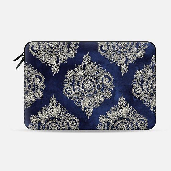 Cream Floral Moroccan Pattern on Deep Indigo Ink - Macbook Pro 13