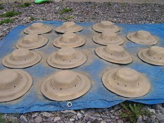 Paper Plate Safari Hats - good potential for dinosaurs, archaeology, etc. Perhaps cover with tissue rather than spray paint?