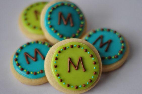 Easy Monogram Cookies - Ice and monogram ready-made sugar cookies