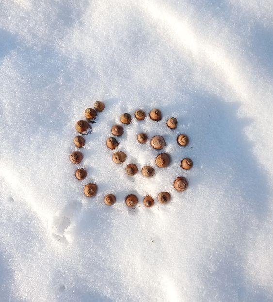 téli játék mandalák a hóban