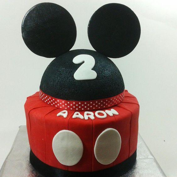 Mickey Mouse Cake. www.funkycakescr.com