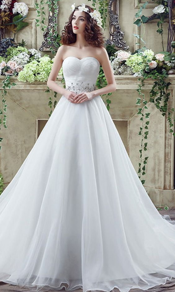 Save 10 Wedding Dress Designers You Want To Know About