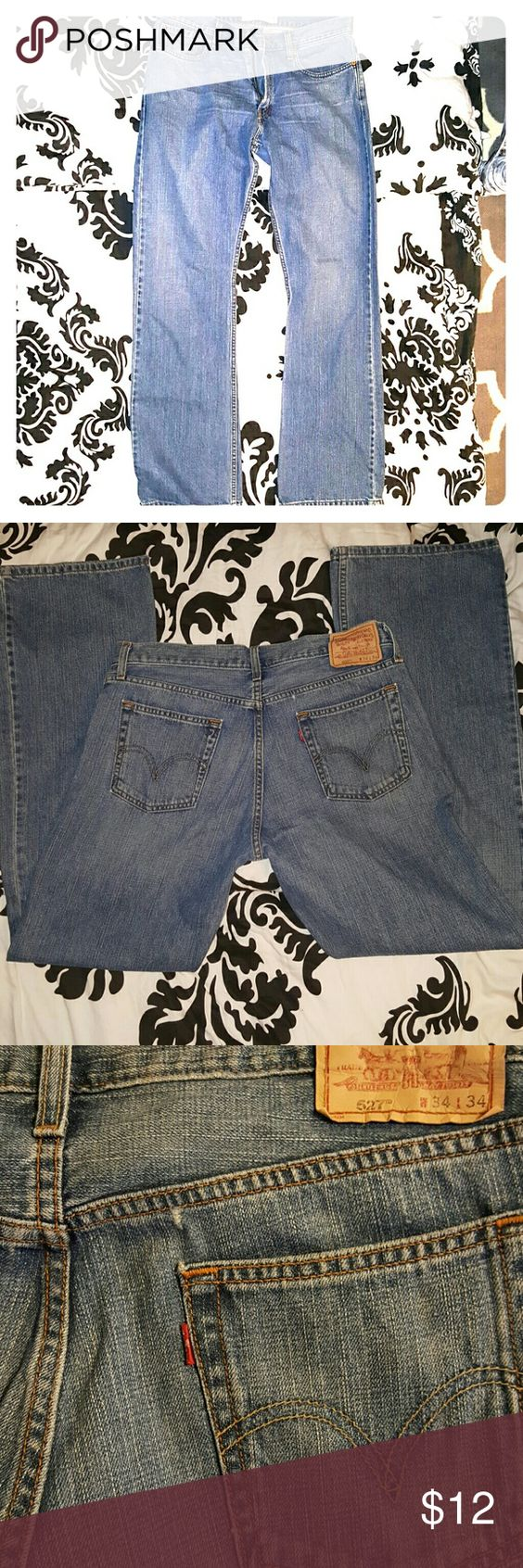 Men's Jeans ?? Levi's Low Boot Cut Jeans , very good condition ! Small wear above right back pocket as pictured . Great looking jeans ?? Levi's Jeans Boot Cut