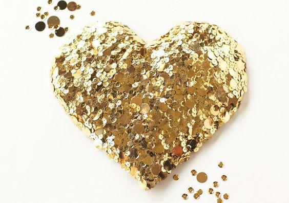 diy ouro coração sequin | por Workshop de Bramble | foto por Scott Clark Foto | 100 Layer Cake