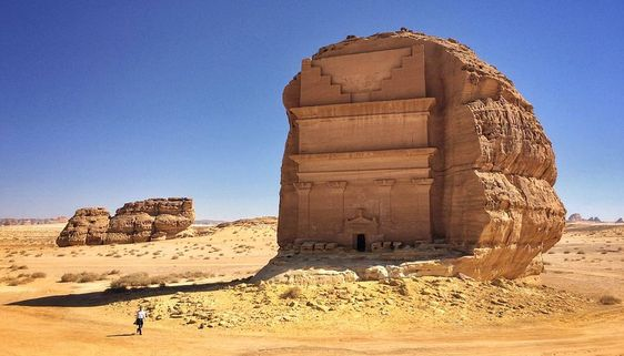 O Qasr al-Farid, o Castelo Solitário dos nabateus está localizado no sítio arqueológico de Madain Salih (também conhecido como al-Hijr ou Hegra), no norte da Arábia Saudita.