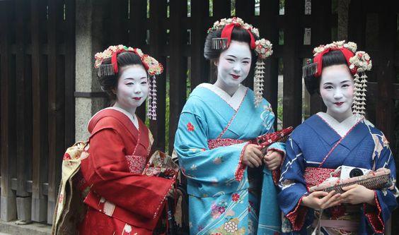 Hubo una época en la que la imagen de Japón en el extranjero estaba formada principalmente por el monte Fuji, las geishas y el harakiri. Las geishas son mujeres expertas en artes tradicionales japo...