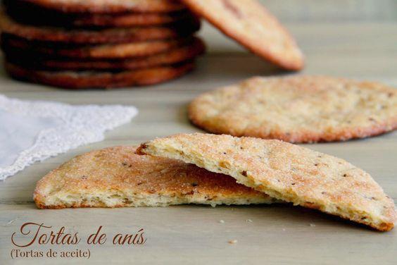 ¡Qué ganas tenía hacer estas tortas de anís!. Hace unos años, cuando vivía en un precioso pueblo de Ávila, recuerdo que las compraba muy a menudo porque me daba mucha pereza hacer cena para mí sola y,