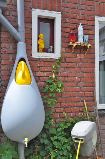 by Elho.Cute as pie water tank. doesn't look like holds much water. good for tiny yard, courtyard, or balcony.
