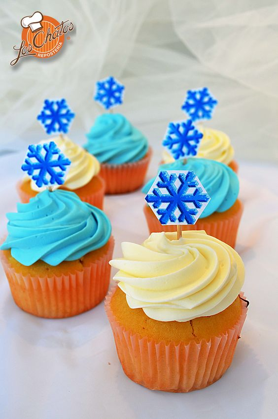Cupcakes con plaquitas de copos de nieve