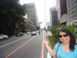 A Avenida Paulista, símbolo de São Paulo. Daqui podemos ver o Conjunto Nacional, inaugurado em 1958.