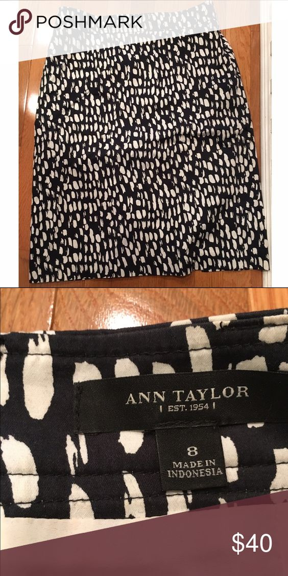 Ann Taylor Pencil Skirt Printed pencil skirt. Size 8. Ann Taylor Skirts Pencil