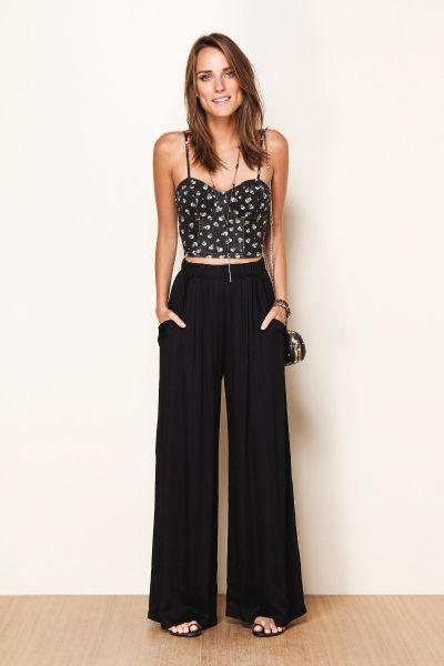 Calça pantalona + top cropped: