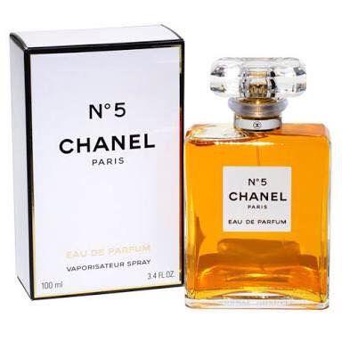 Chanel No.5 EDP 50 ml.,100 ml.  ❤️ราคาพิเศษ 3490,5390 บาท❤️ ฟรีค่าส่ง EMS  เป็นน้ำหอมขายดีของChanel ด้วยกลิ่นหอมนุ่มละเอียด หรูหรา และคลาสสิกโดยได้รับความนิยมทั่วโลก ด้วยกลิ่นหอมอ่อนโยนของดอกไม้นานาชนิดช่วยเพิ่มความมีเสน่ห์และความโรแมนติกของคุณได้อยู่ทุกวันแล้วคนที่ได้สัมผัสจะไม่มีวันหยุดหลงใหล  ติดต่อสอบถามทาง Inbox  Line ID : AdamEva.gallery Tel : 094-846-9415 #perfume #no5 #chanel #chanelno5 #น้ำหอม #น้ำหอมchanelno5 #น้ำหอมchanel