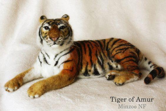 Needle felted Tiger of Amur, Siberian tiger sculpture, needle felting tiger, animal figurines